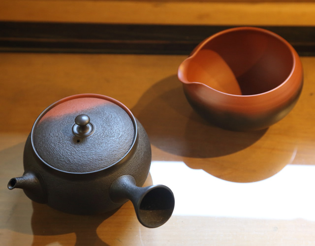Teapots and water cooling pots